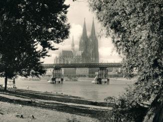 Bild von der Patton-Bruecke vor dem Kölner Dom 1950